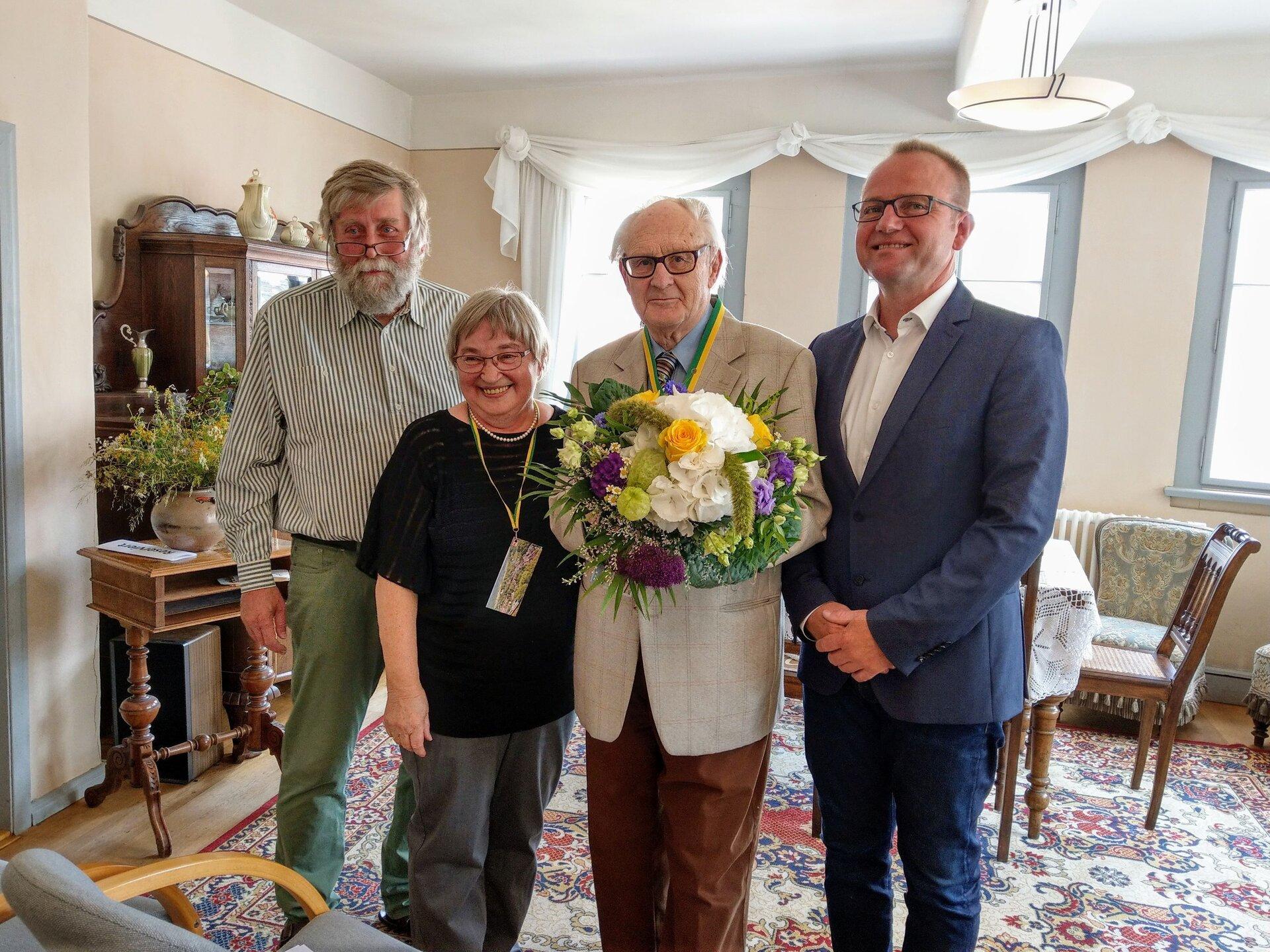Verleihung der Ehrenbürgerschaft v.l.n.r. Dr. Otto Hahn, Helena Mühe, Prof. Hansgeorg Mühe, Enno Dörnfeld