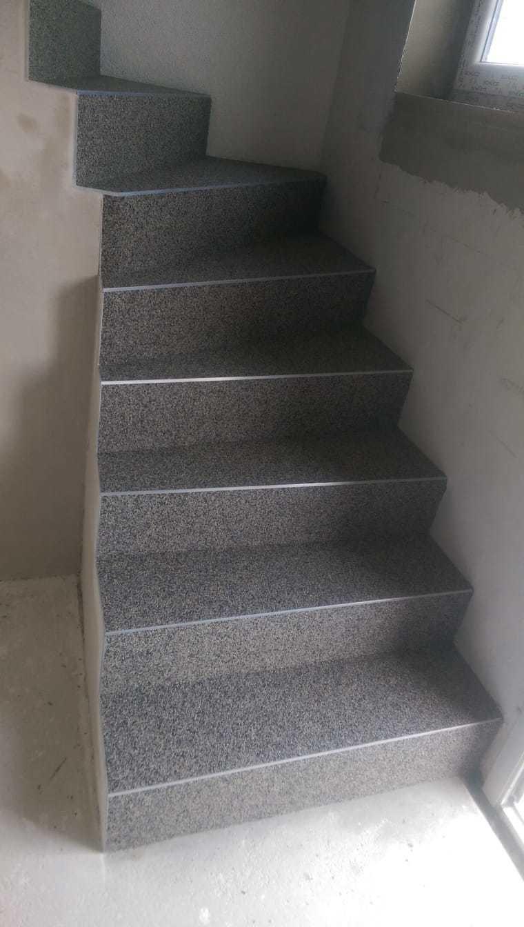 Treppe mit Kieselboden