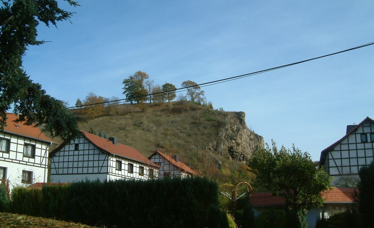 Krölpa - Blick zum Pinsenberg