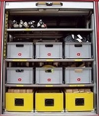 hier finden Sie z.B.  diverses Unterbaumaterial, Wat-  hosen, Atemschutzmasken & Filter,  Pressluftflaschen für Technische Hilfe