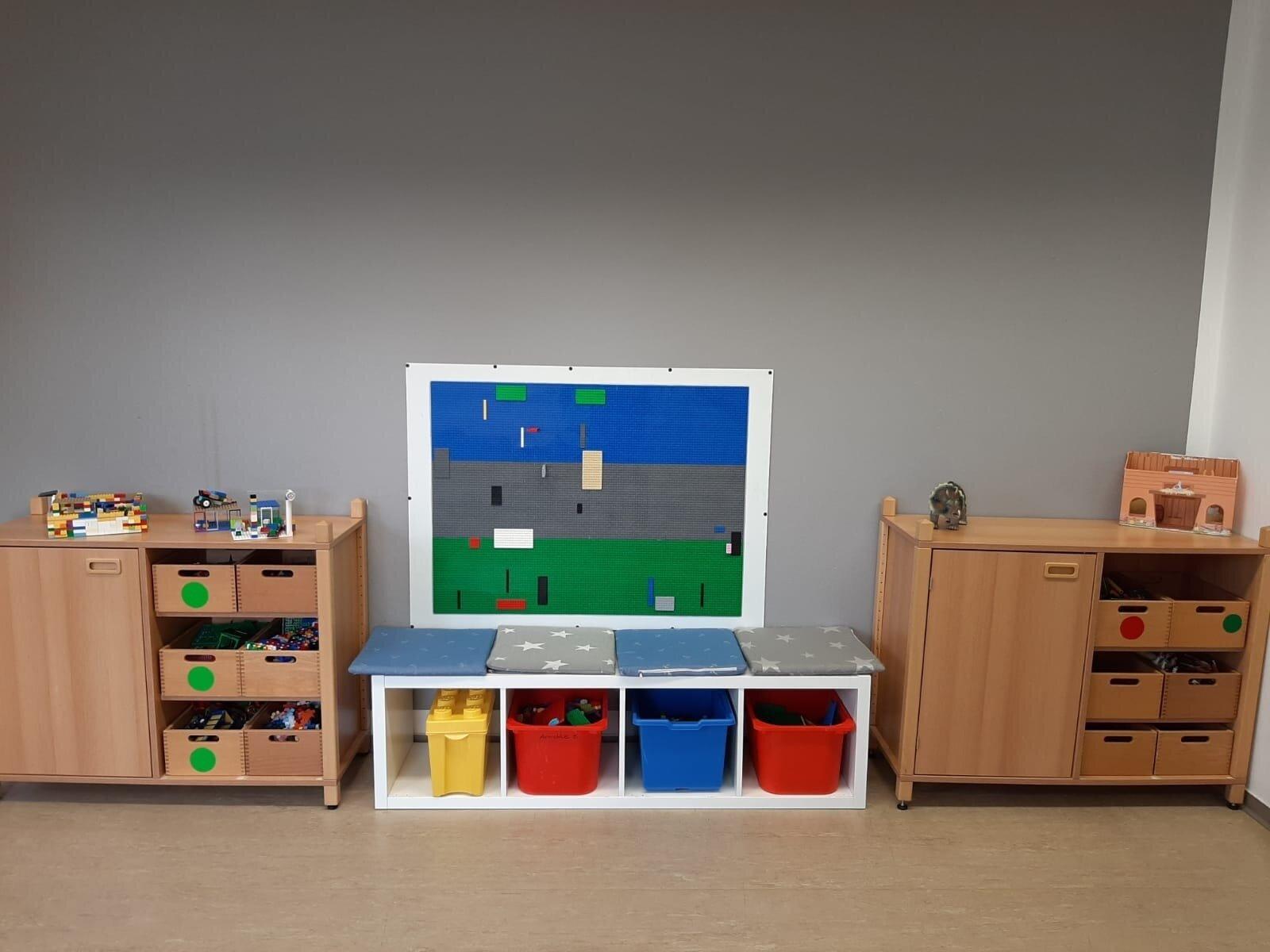 Gruppenraum 1 Lego-Wand