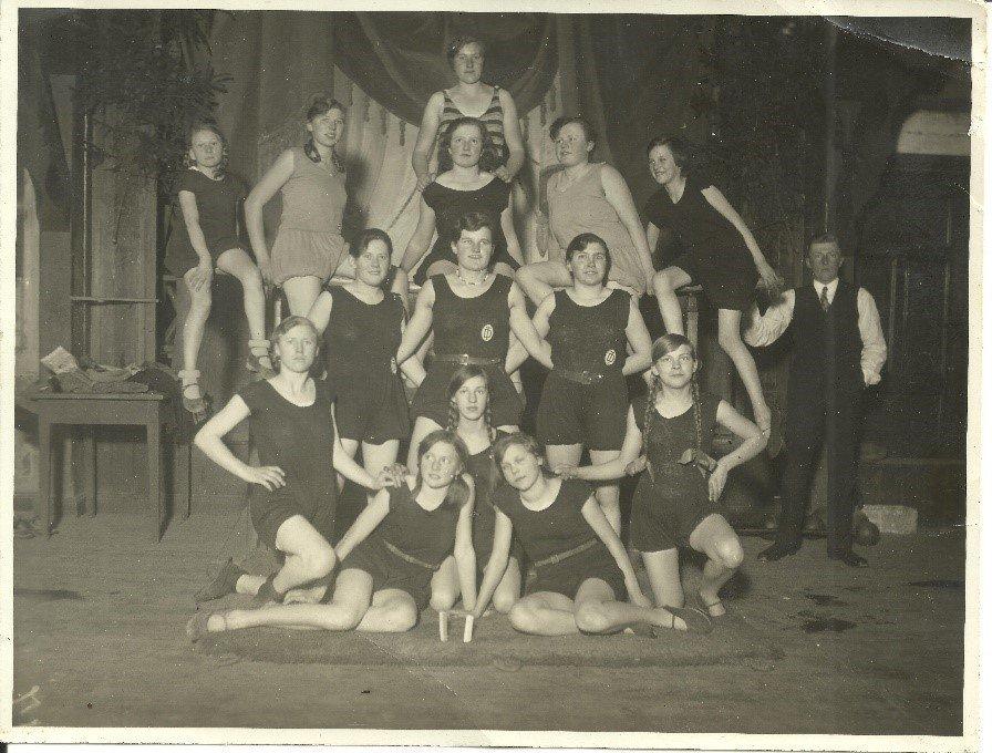 1927: Im Sommer waren sie die Turnerinnenriege um Wilhelm Tostmann