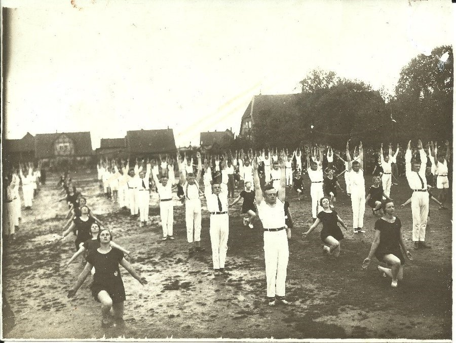 1927: Eines der ersten gemeinsamen Turnfeste auf dem Groß Lafferder Marktplatz
