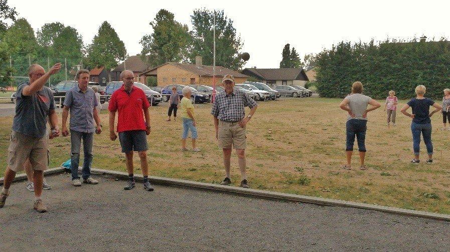 Erfreuten sich auch bei verdorrtem Gras großer Beliebtheit: Die Boule- und Kubb-Abende