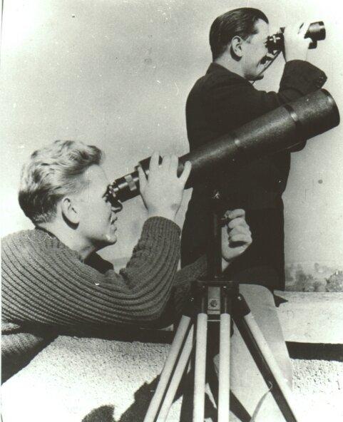 Edgar Penzel und Diethard Ruhnow bei der Beobachtung