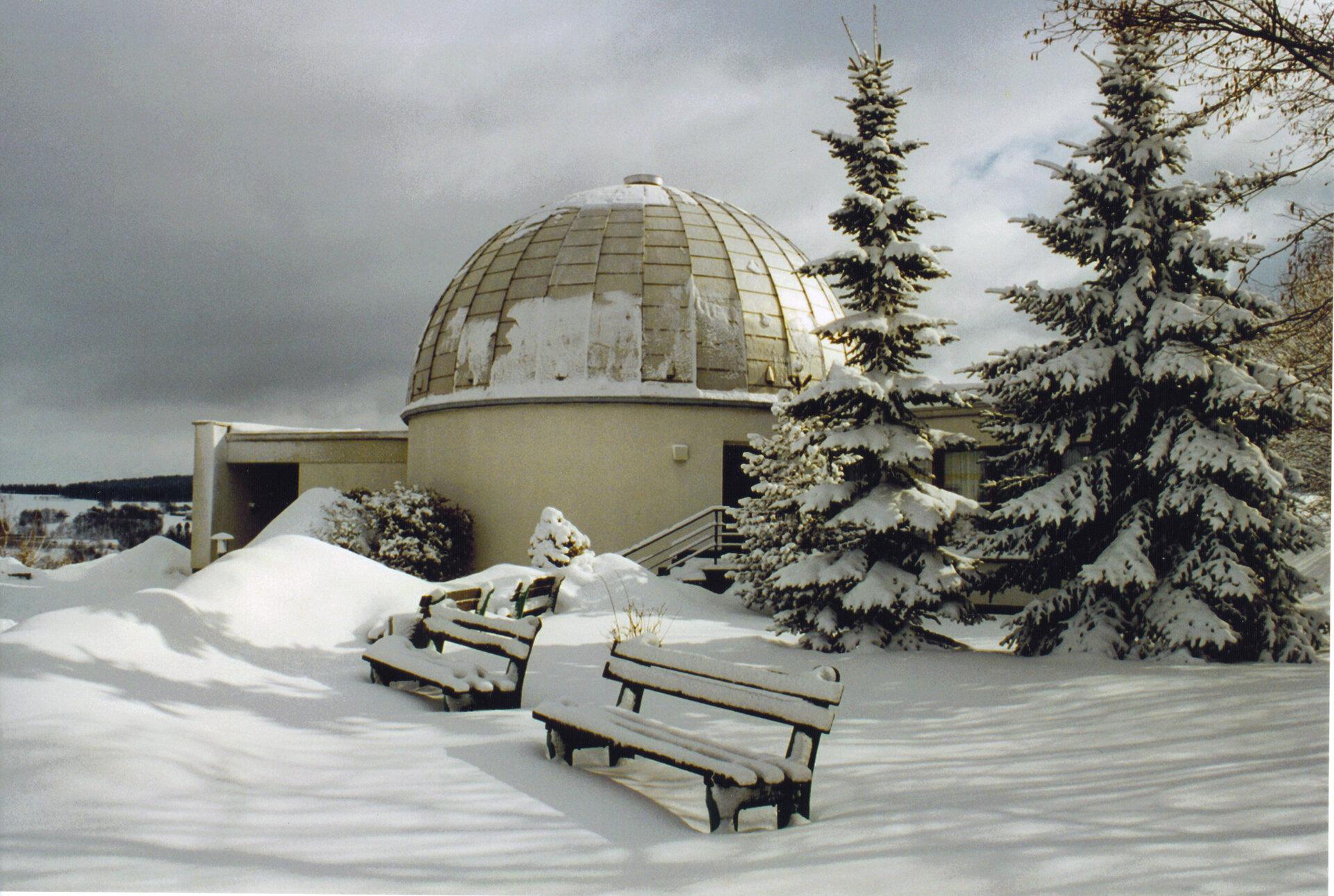 Planetariumsgebäude im Winter