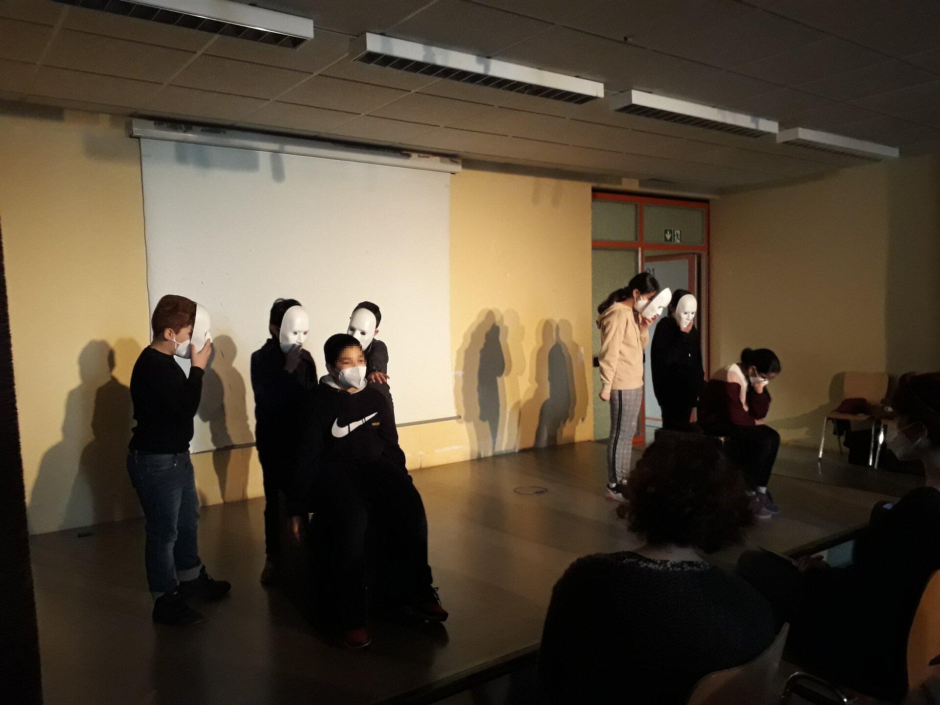 Bühne Masken