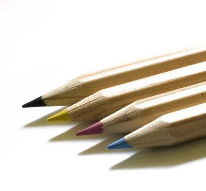 4-farbstifte-(c)Bernd-Boscolo_pixelio.de-klein
