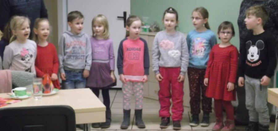 Kinder_beim_Singen