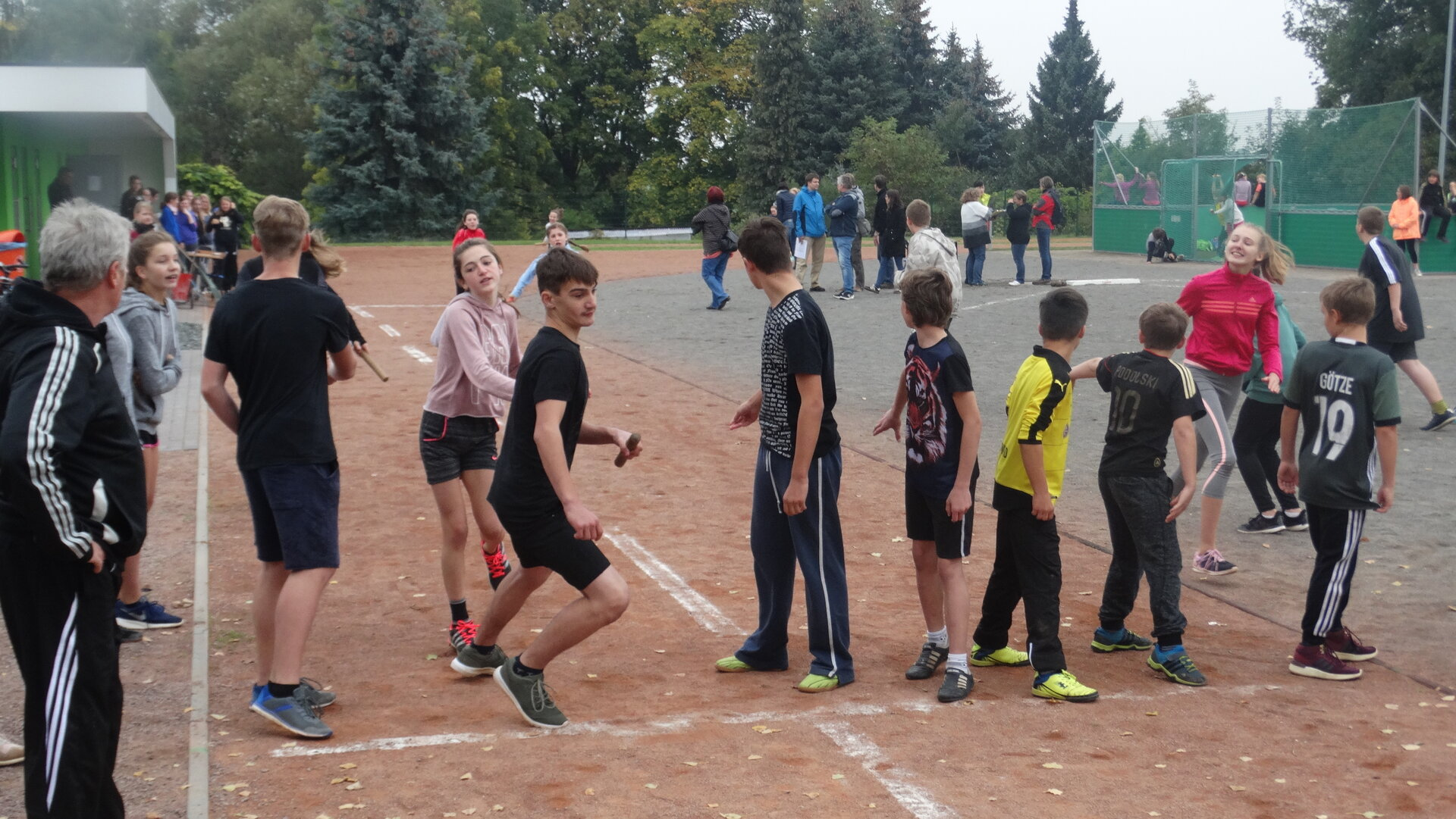 Staffellauf-Wettkampf beim Sportfest