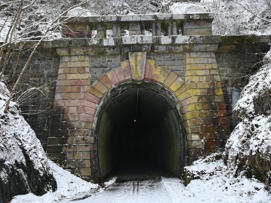 Eisenbahntunnel Einfahrt