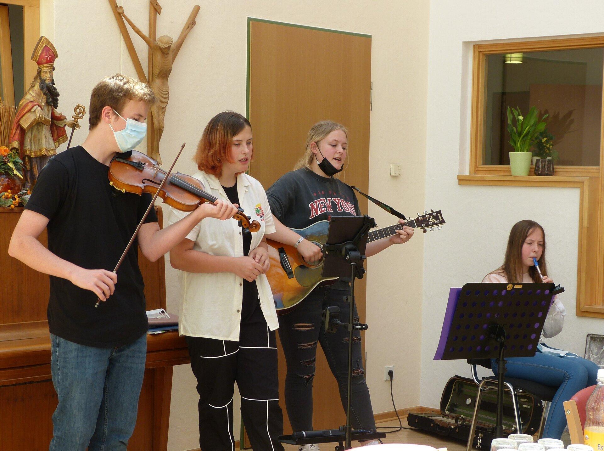 """Die """"Daffi Kids"""" der Musikschule Borken im Haus St. Walburga in Ramsdorf. Foto: Bürgerstiftung WML"""