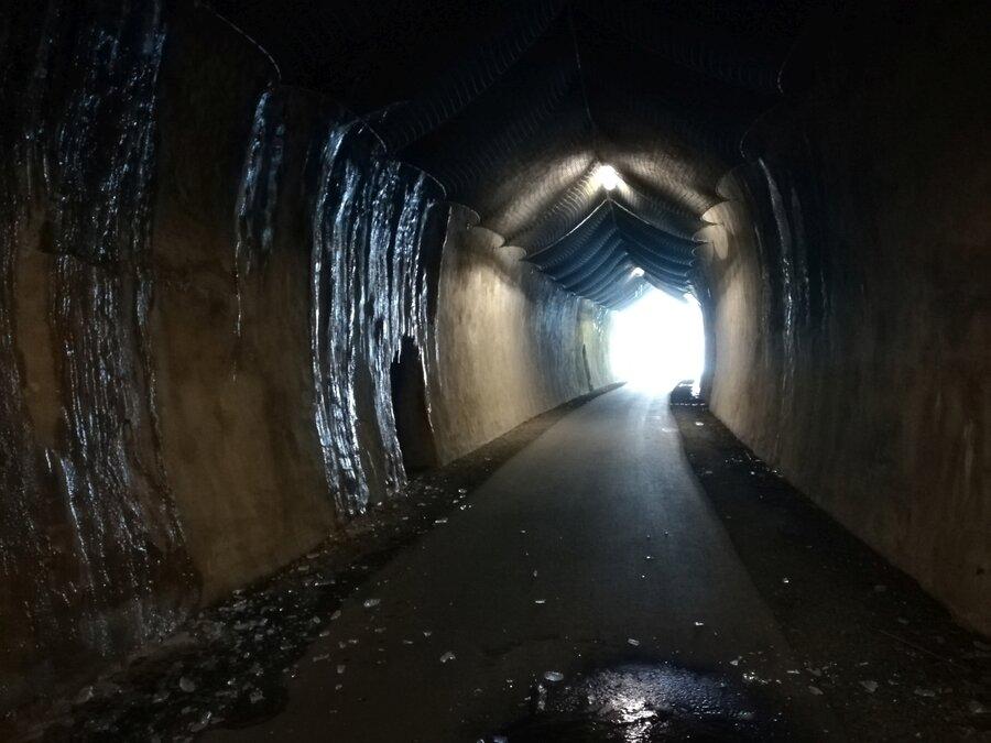 Eisenbahntunnel richtung Ausgang