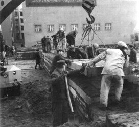 Building of the Berlin Wall, 1961. Construction of the Wall on August 13, 1961: From one day to the next, families and friends were separated from each other. https://commons.wikimedia.org/wiki/File:Bundesarchiv_Bild_183-88574-0004,_Berlin,_Mauerbau,_Bauarbeiten.jpg