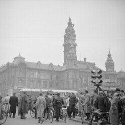 Hungarian upspring, 1956; Photographer: Jack Metzger; https://commons.wikimedia.org/wiki/File:Jack_Metzger_%E2%80%93_Ungarischer_Freiheitskampf,_1956_(Com_M05-0448-0029).jpg