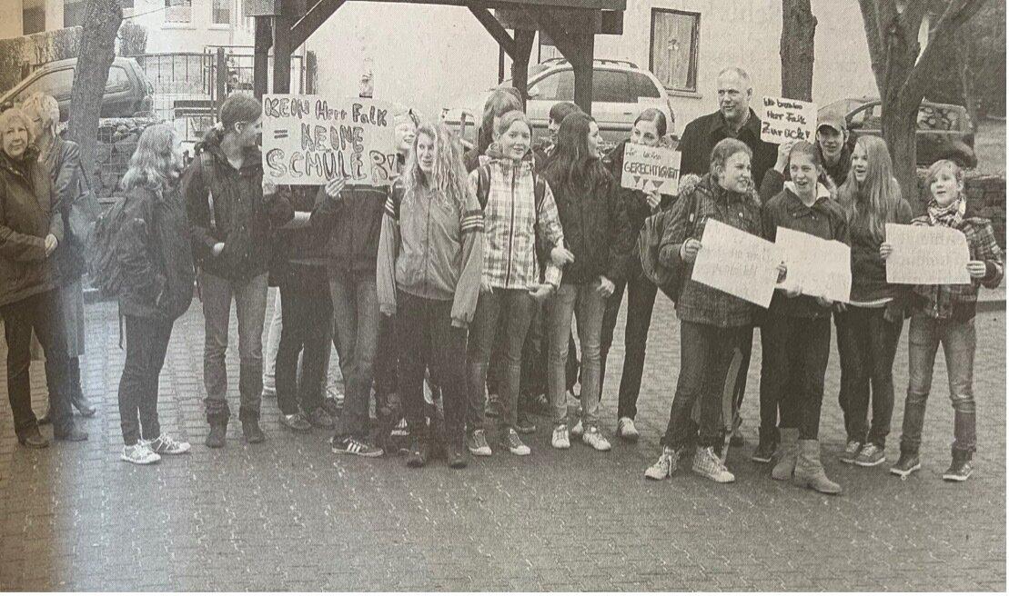 Diese Gruppe zeigte gestern an der Prinz-von-Homburg-Schule ihre Unzufriedenheit