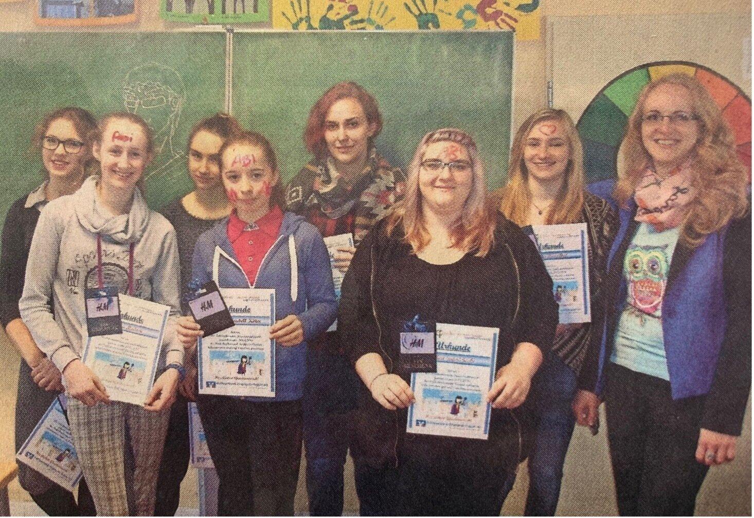 Übergabe der Gewinne an die Schüler in der Prinz-von-Homburg-Schule Neustadt (Dosse)