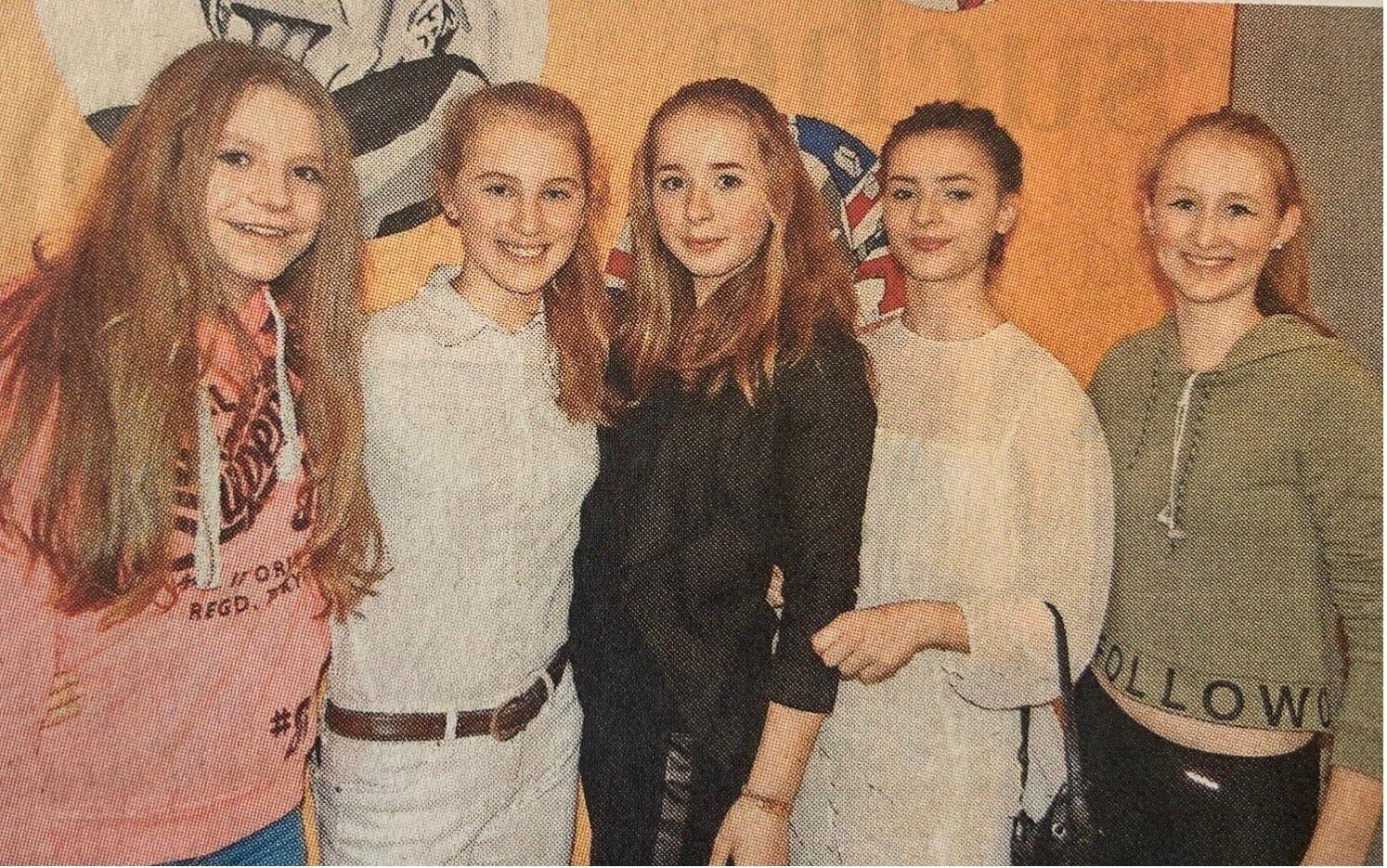 """""""Gegensatzpaare"""" hieß die Performance dieser Mädchen der Neustädter Prinz-von-Homburg-Schule"""