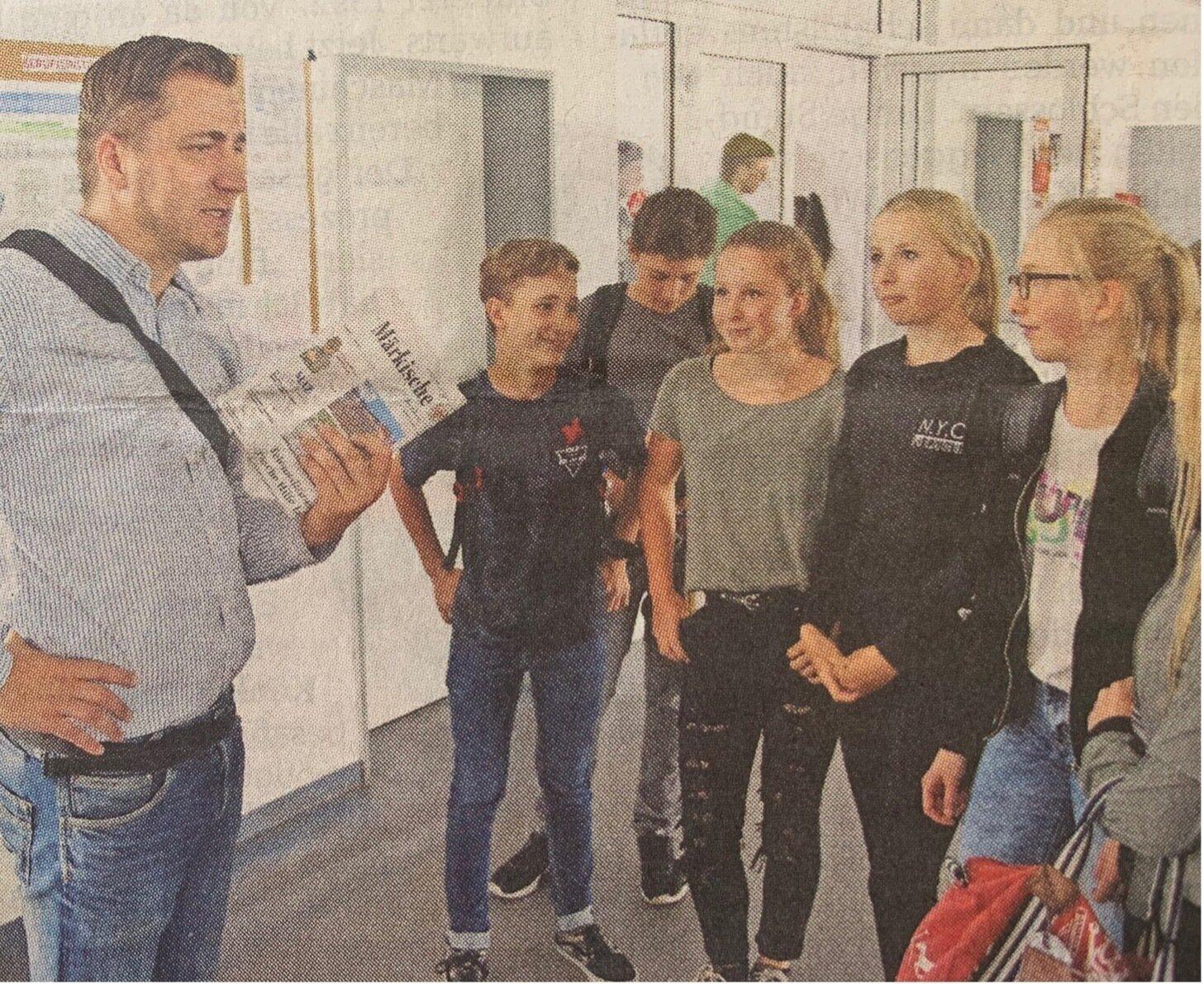 """MAZ-Reporter Matthias Anke begrüßte gestern Homburg-Schüler zum Start von """"Schulreporter 2.0"""" in Neustadt. Dort machen gleich drei Klassen mit"""