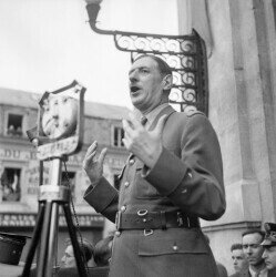 General Charles de Gaulle addressing crowds in Chartres, France, 24 August 1944. https://commons.wikimedia.org/wiki/File:General_Charles_de_Gaulle_addressing_crowds_in_Chartres,_France,_24_August_1944._BU6.jpg