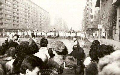 Romanian revolution on the Magheru Boulevard in Bucharest Romanian National History Museum. https://commons.wikimedia.org/wiki/File:Revolutia_Bucuresti_1989_000.JPG