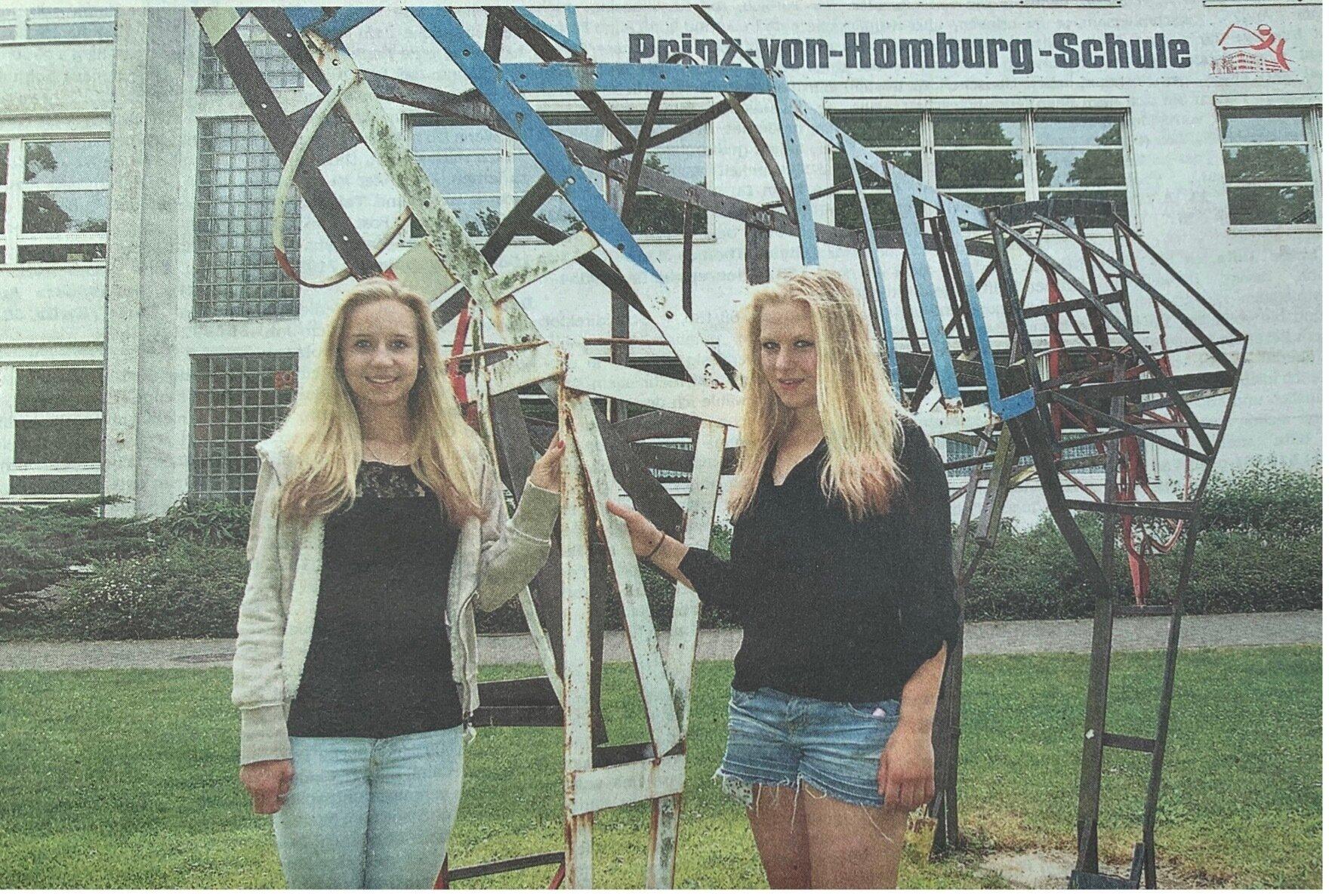Für die beiden Freundinnen Henrike Stolterfoht (links) aus Berlin und Lara Schulze aus Fürstenberg ist ein Traum in Erfüllung gegangen