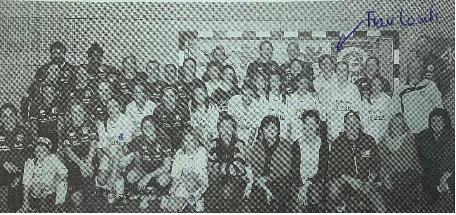 Ein gemeinsames Foto mit dem Bundesligateam gab es auch für die Sieversdorfer Mädchen