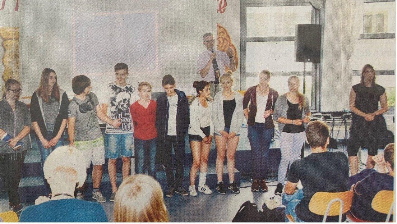 Die Finalisten des YouWiPod-Projekts warten auf die Bekanntgabe des Siegers
