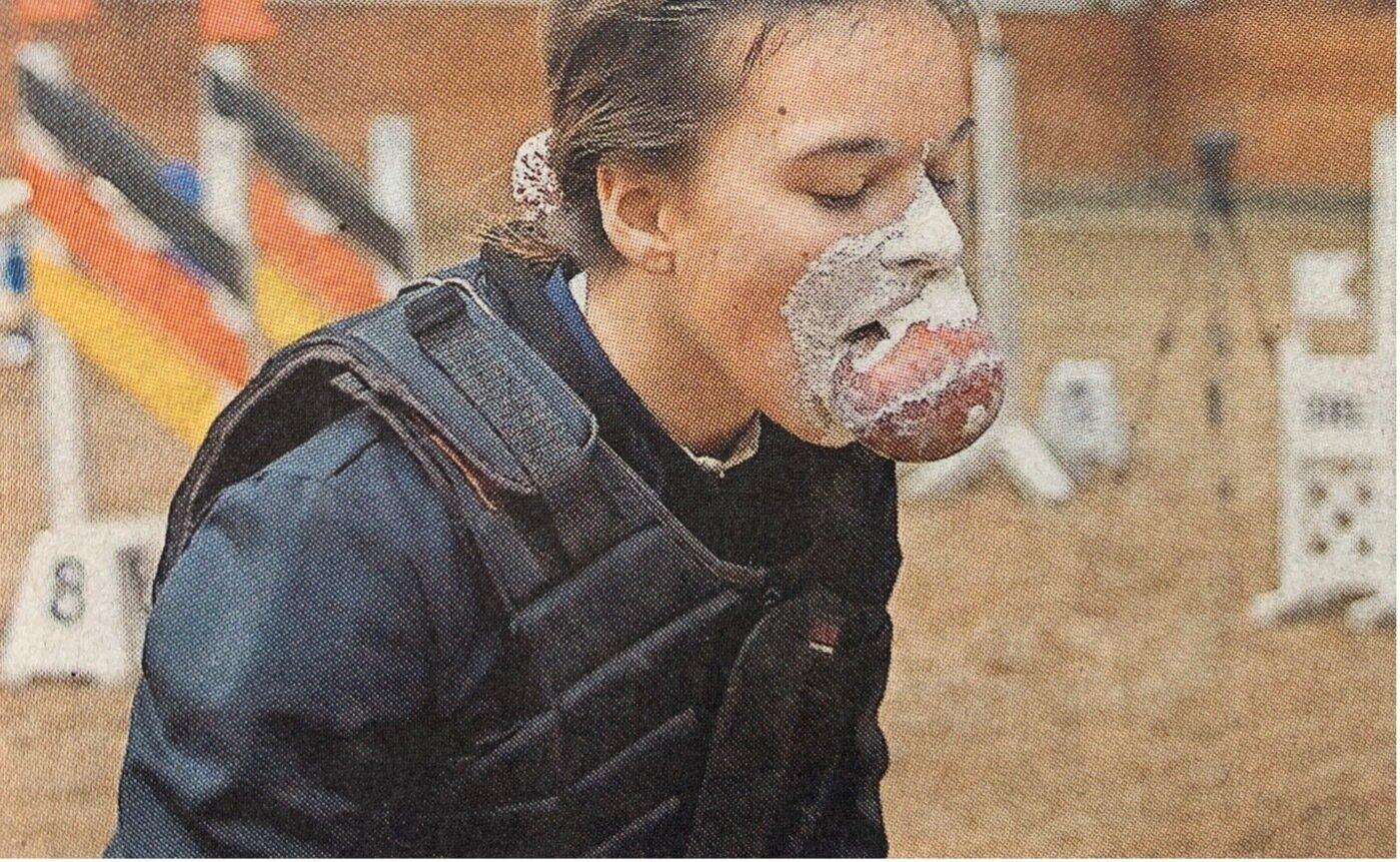 Spaß muss sein: Einen Apfel aus einer Mehlschüssel fischen und zwar nur mit dem Mund, war eine Aufgabe beim Vereinsturnier