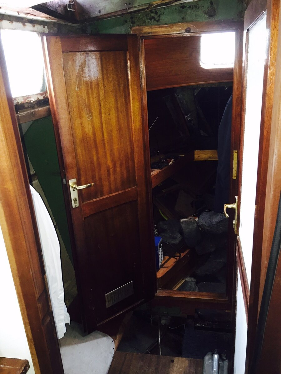 Blick aus dem Salon ins Vorschiff