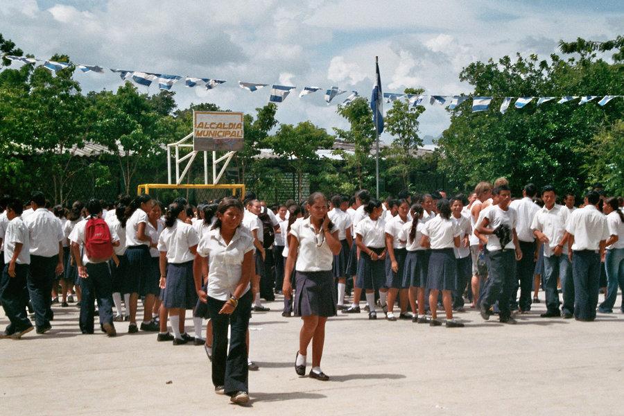 Schüler in Schuluniform