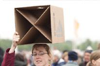Der Hocker, das leichte Gestühl der Kirchentage. - Foto: 2. ÖKT / Burst