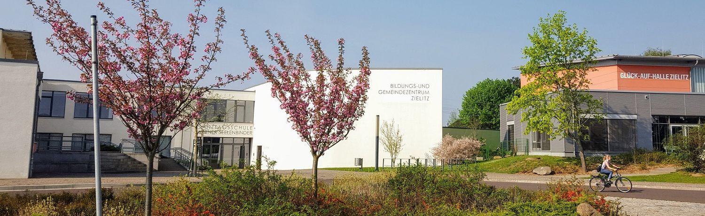 Bildungs-und Gemeindezentrum und Sporthalle