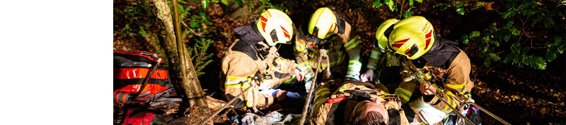Ausbildung Retten aus Tiefen der Feuerwehr Rückersdorf