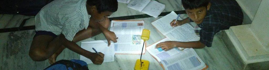 Lernen mit Solarlampen in Indien