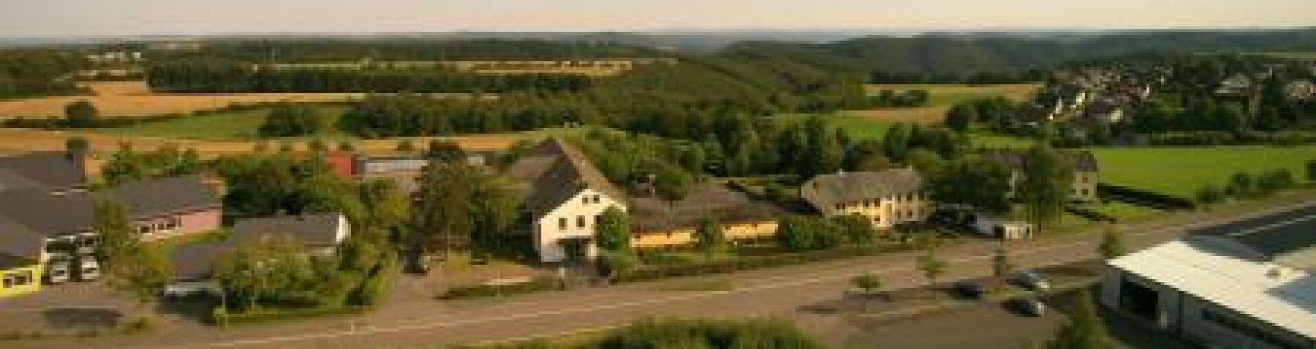 Luftbild Grundschule Cochem-Dohr
