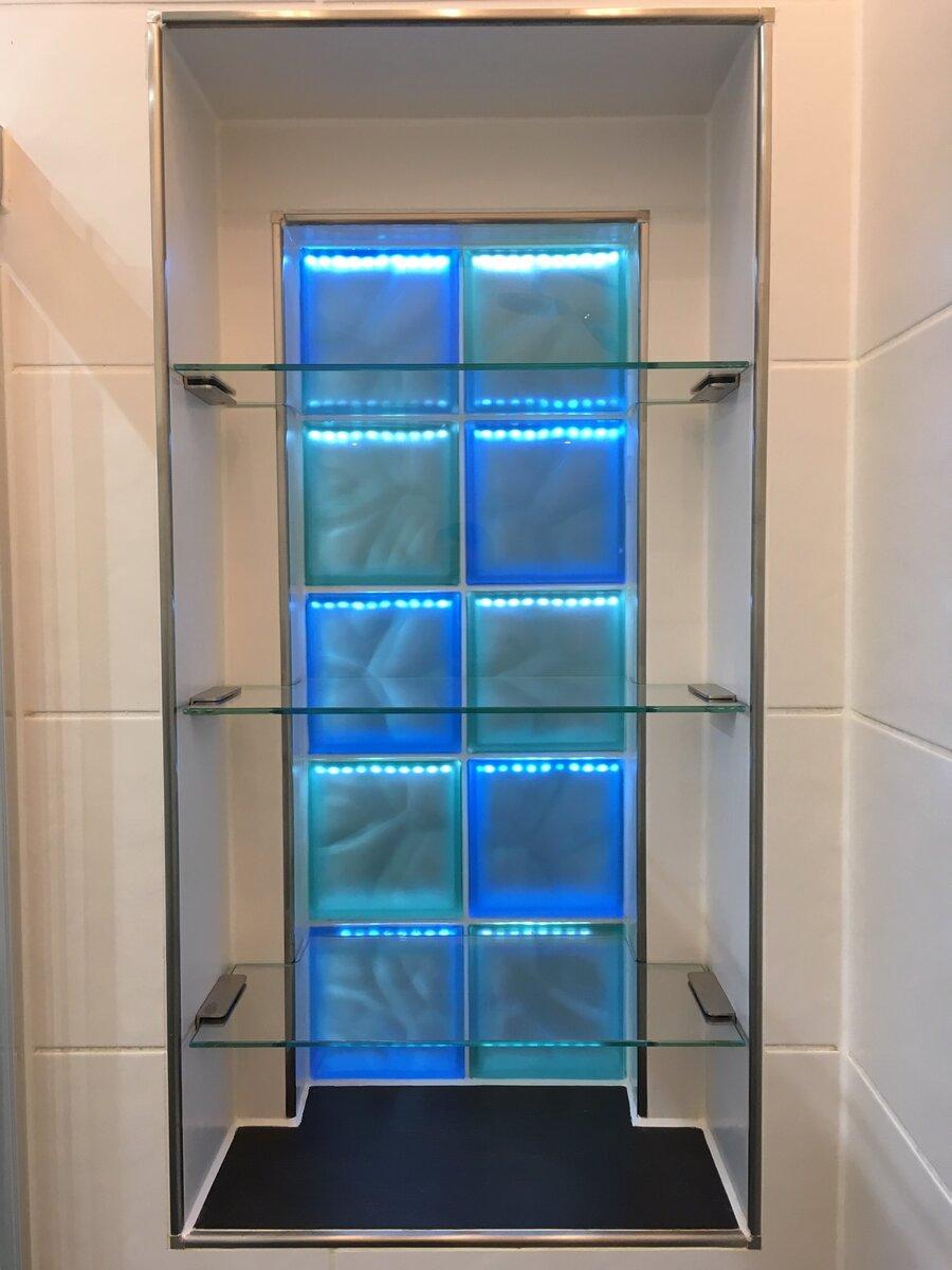 Glaseinbauschrank mit LED