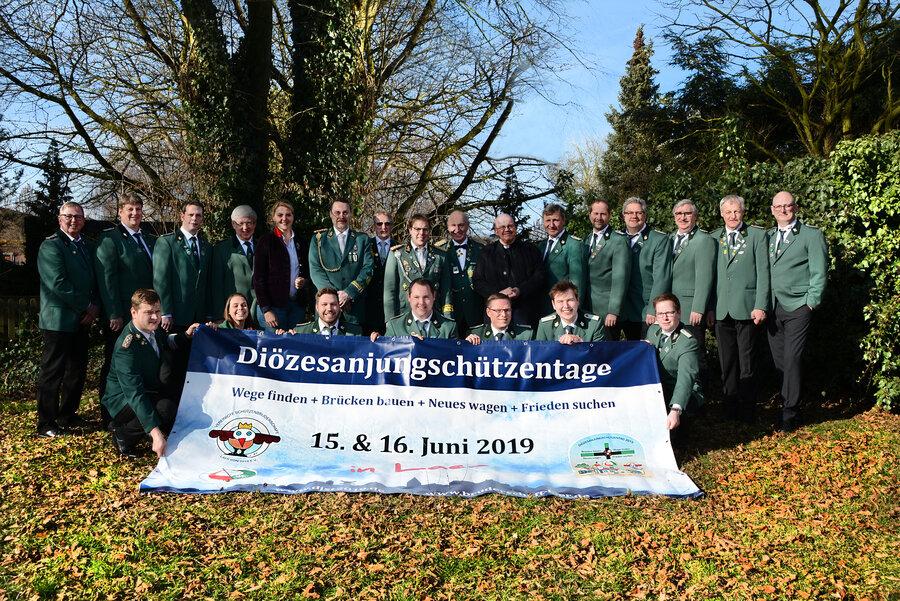 Foto: Schirmherrin Christina Schulze Föcking, Präses und Diözesanpräses des BHDS Andreas Ullrich, Vorstandmitglieder des BdSJ Diözesanverband Münster, ORGA-Team der Vereinigten Schützenbruderschaft
