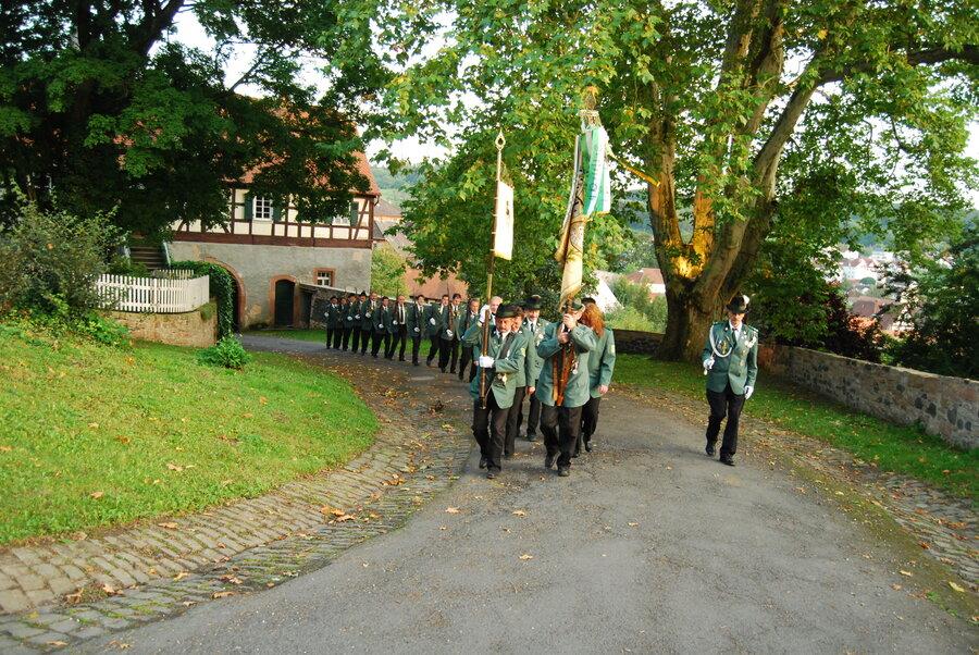 Gewehrzug zum Salutschießen anläßlich der 800 Jahrfeier der Stolberger am Ortenberger Schloß