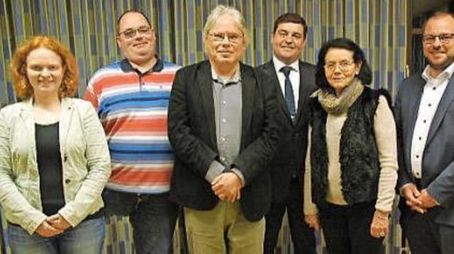 von links nach rechts: stellv. Kreis-Chorleiterin Pia Hempfling, Michael König, Ronald Friedrich, Jens-Uwe Peter, Heidi Schunk und Landrat Sebastian Straubel