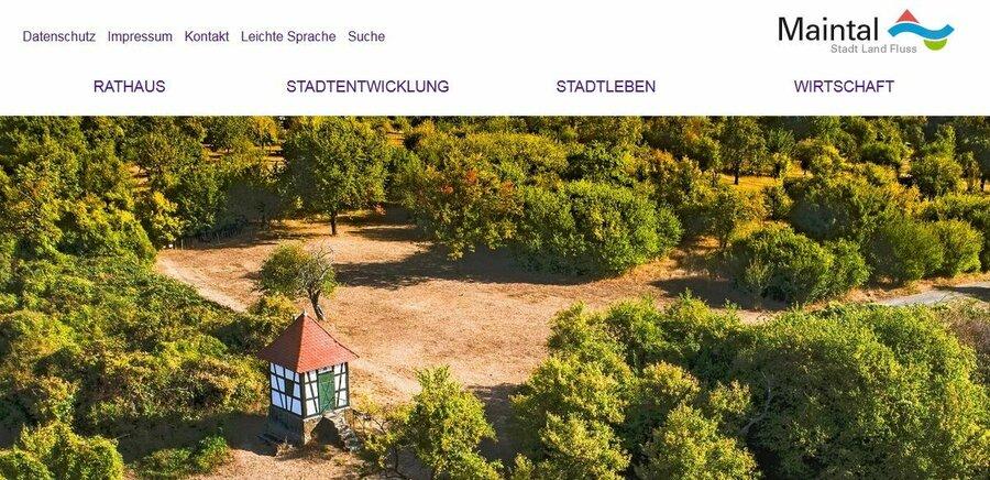 Bild zeigt die Startseite mit akiviertem hohen Kontrast; Bild: Screenshot Stadt Maintal.