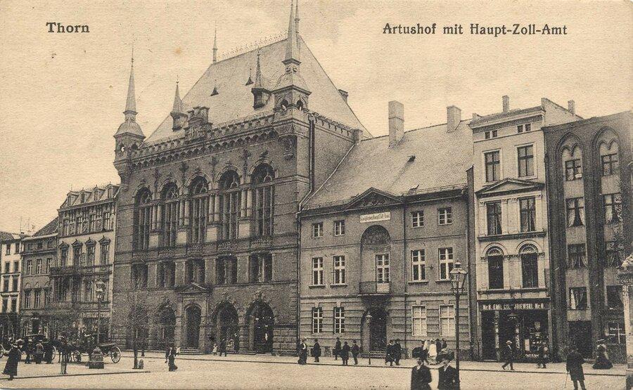 Thorn, Altstädtischer Markt mit Artushof, ©Stephan Becker, Brüssow