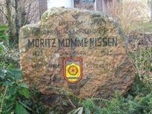 Gedenkstein im Enger Park