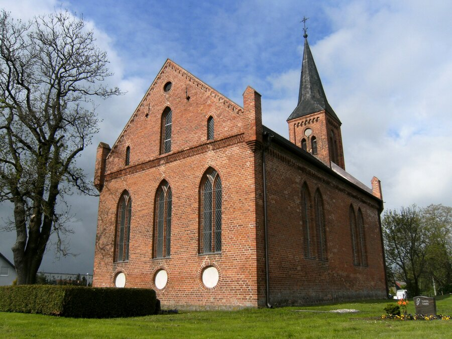 PICT-33630-rosenow-kirche-110514