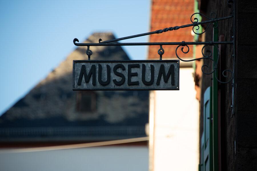 """Bild zeigt ein Schild mit der Aufschrift """"Museum""""; Foto: maintal-kreativ"""