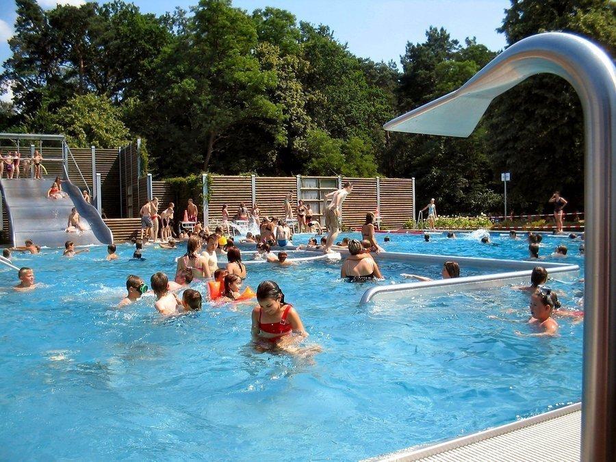 Das Waldbad in der Salzburger Straße 59 ist in den Sommermonaten ein beliebter Treffpunkt für Jung und Alt.