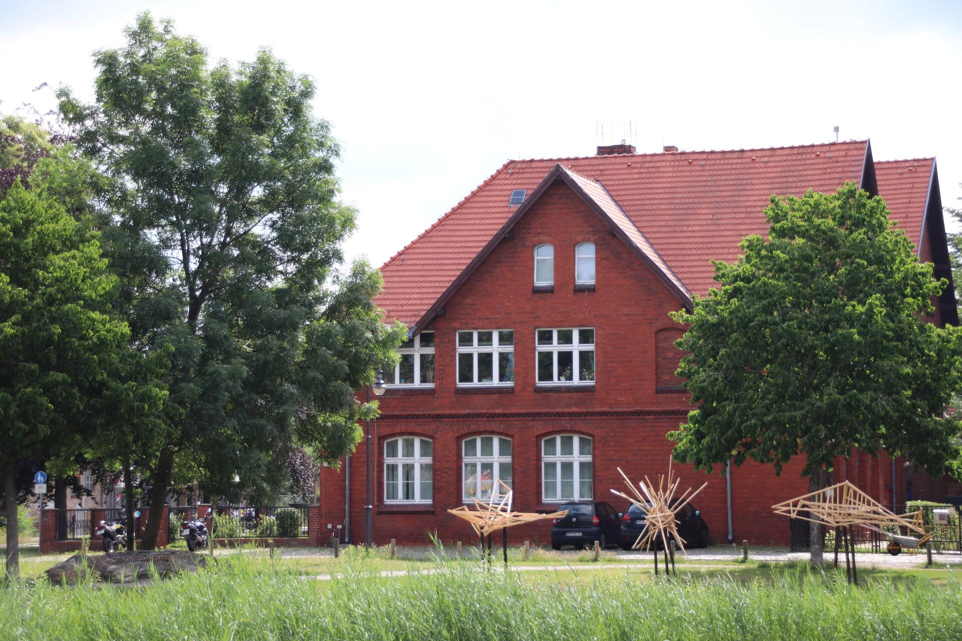 """Das Creative Zentrum """"Haus am Anger"""" befindet sich in der Falkenhagener Straße 16."""