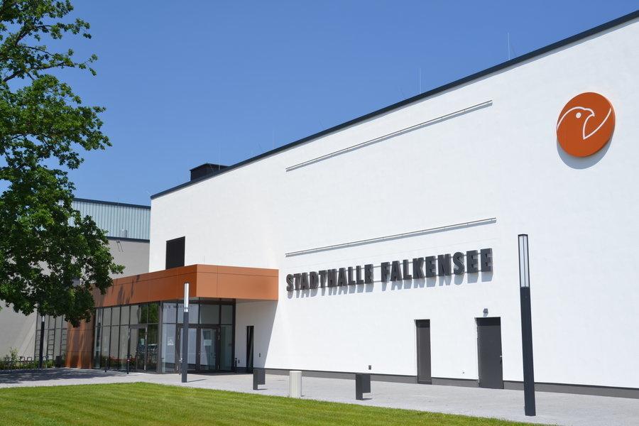 Konzerte, Lesungen, Messen, Theater und sportliche Veranstaltungen - die Falkenseer Stadthalle ist Treffpunkt für Kultur und Sport im Zentrum der Stadt.