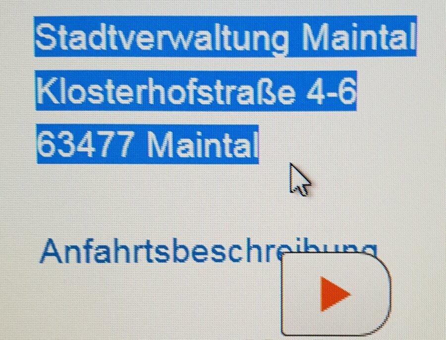 Bild zeigt markierten Text und das Play-Zeichen von der Vorlese-Funktion; Foto: Screenshot Stadt Maintal