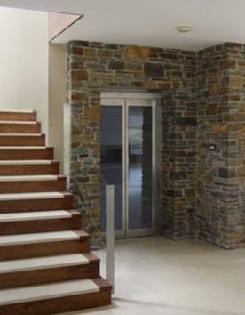Hausaufzug Feuerberg dezent eingebaut in einem Penthouse